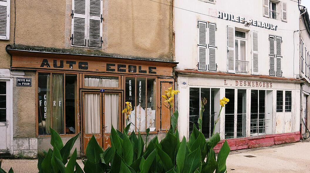 La mort des petits commerces dans les villages français : une fatalité ?